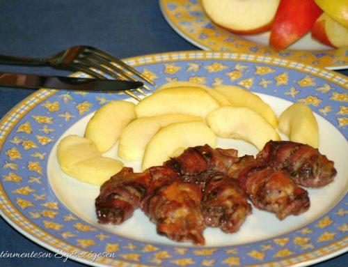 Baconbe tekert sült csirkemáj párolt almával