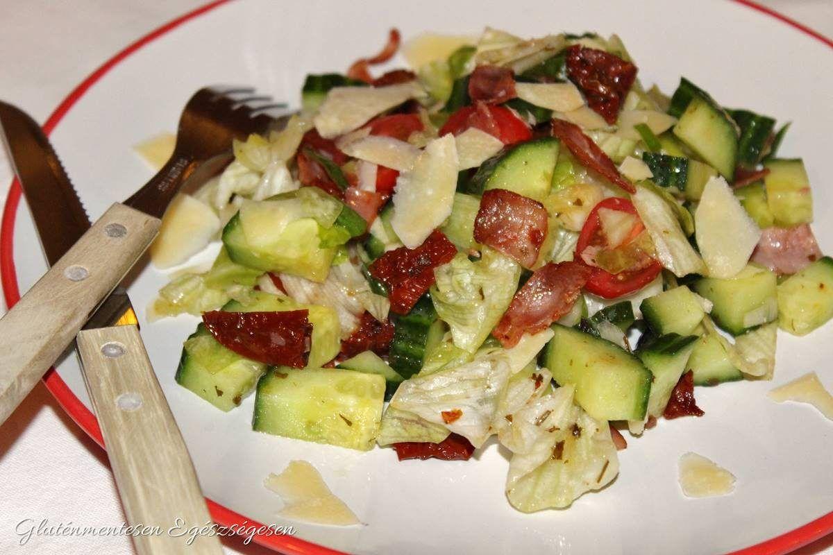 Parmezános sonkás saláta